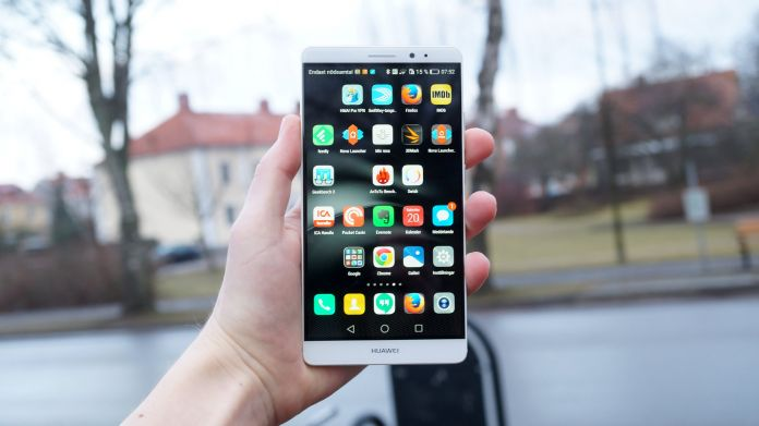Huawei Mate 8 Recension i hand