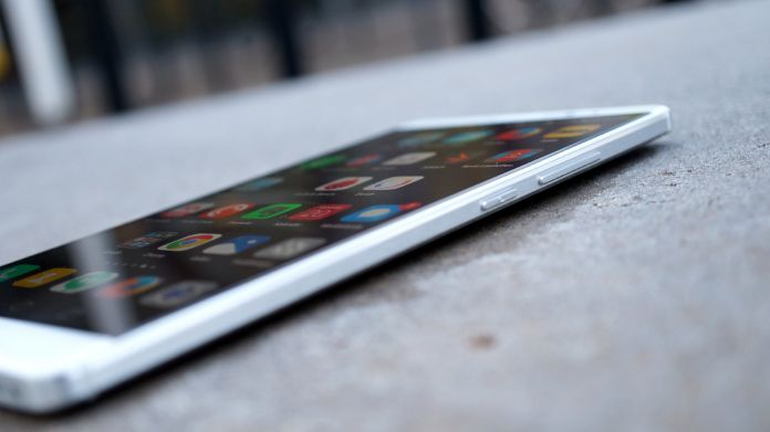Huawei Mate 8 Recension knappar