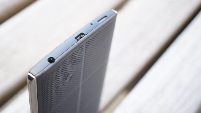 LG V10 Recension undersida