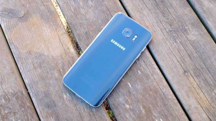 Samsung Galaxy S7 Edge Recension baksida