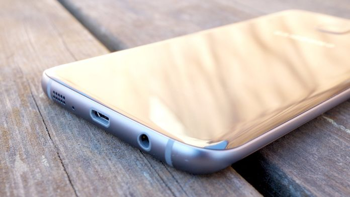 Samsung Galaxy S7 Edge Recension undersida