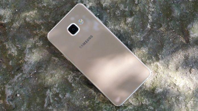 Samsung Galaxy A3 Recension baksida