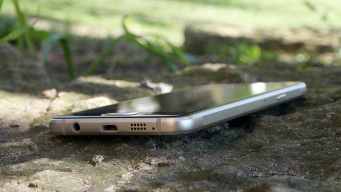 Samsung Galaxy A3 Recension undersida