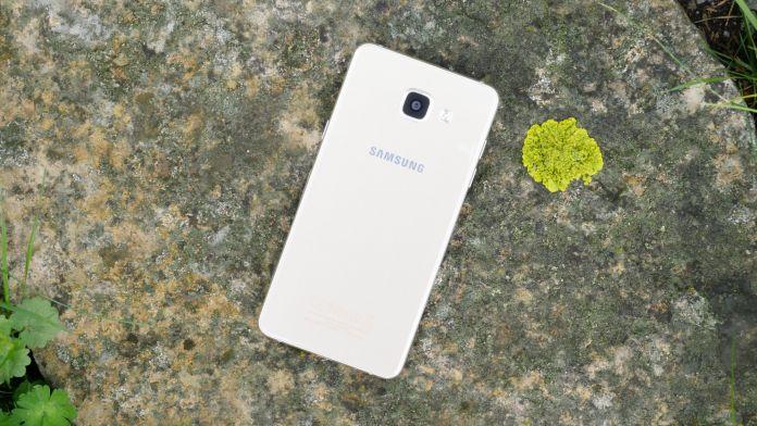 Samsung Galaxy A5 2016 Recension baksida