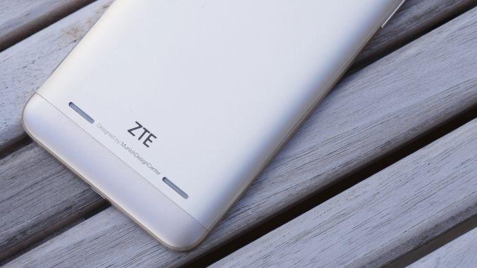zte-blade-v7-lite-recension-baksida