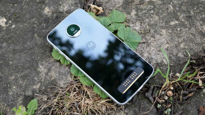 lenovo-moto-z-play-recension-baksida