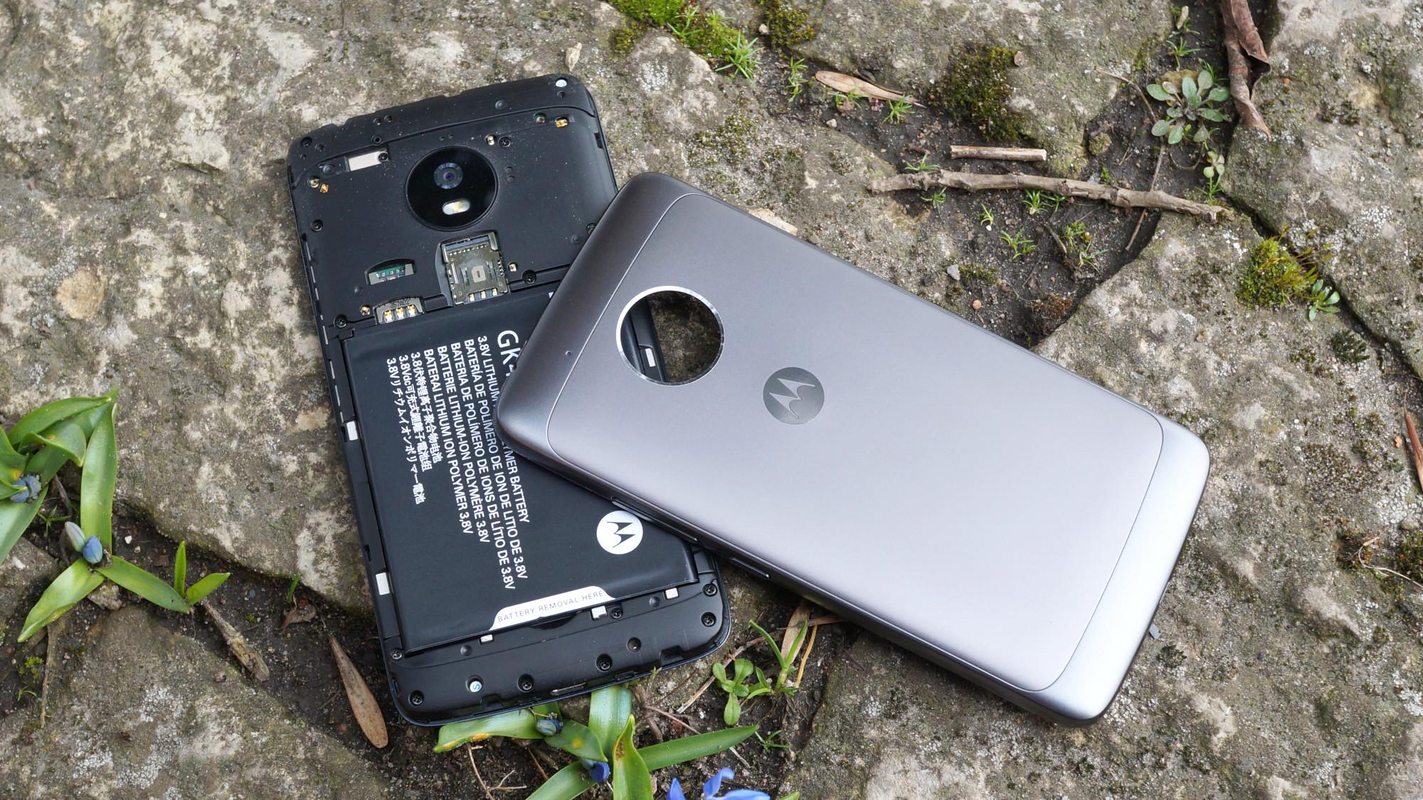 Batteriet ger telefonen bra batteritid för normala användare. Vid normal  användning klarar sig telefonen genom en dags användning utan problem. 511c05a9766ad