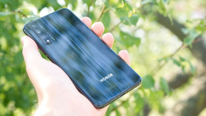 Recension Honor 20 baksida