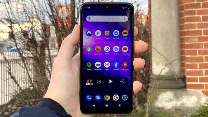Motorola One Macro recension