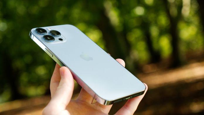 Test Apple iPhone 13 Pro Max baksida
